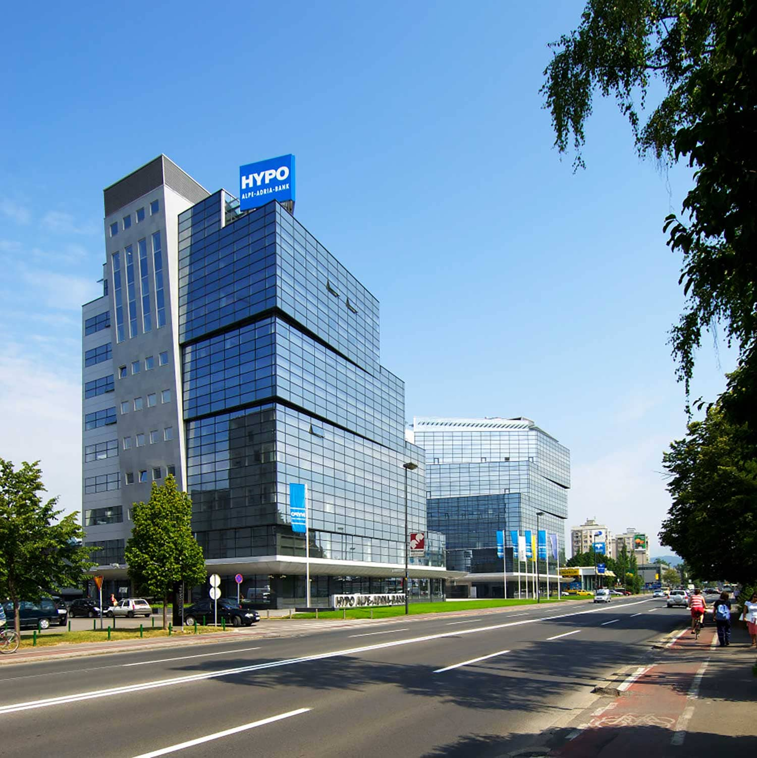 Stekleni Dvor - Business premises